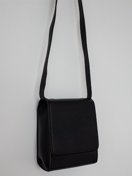 MINIMAL SQUARE CROSS BAG